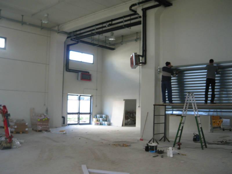 Studio grifa edificio uso uffici magazzino officine for Piano del magazzino